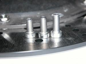 Auf TYP und Baujahr bei den Bremsscheibenschrauben achten.
