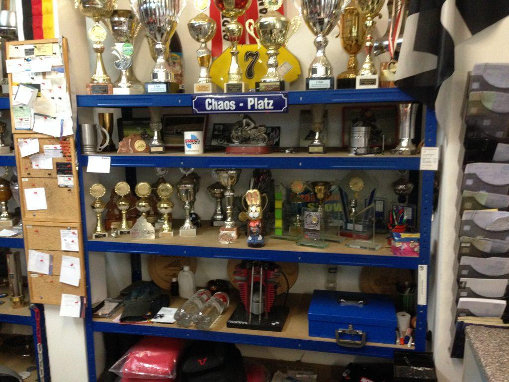 Motorrad Hartl mit einigen Pokalen