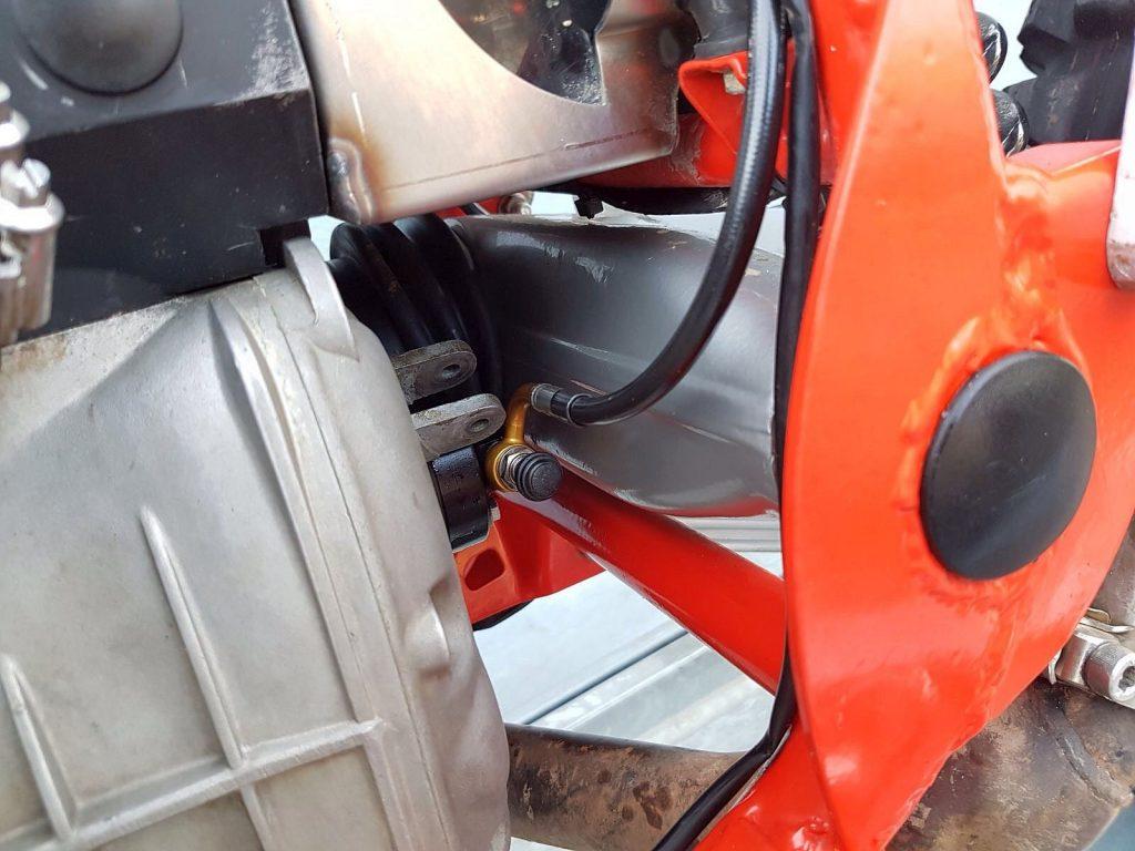 Anschluss des Kupplungsnehmerzylinder am Getriebe des BWM Motorrad 2-Ventiler
