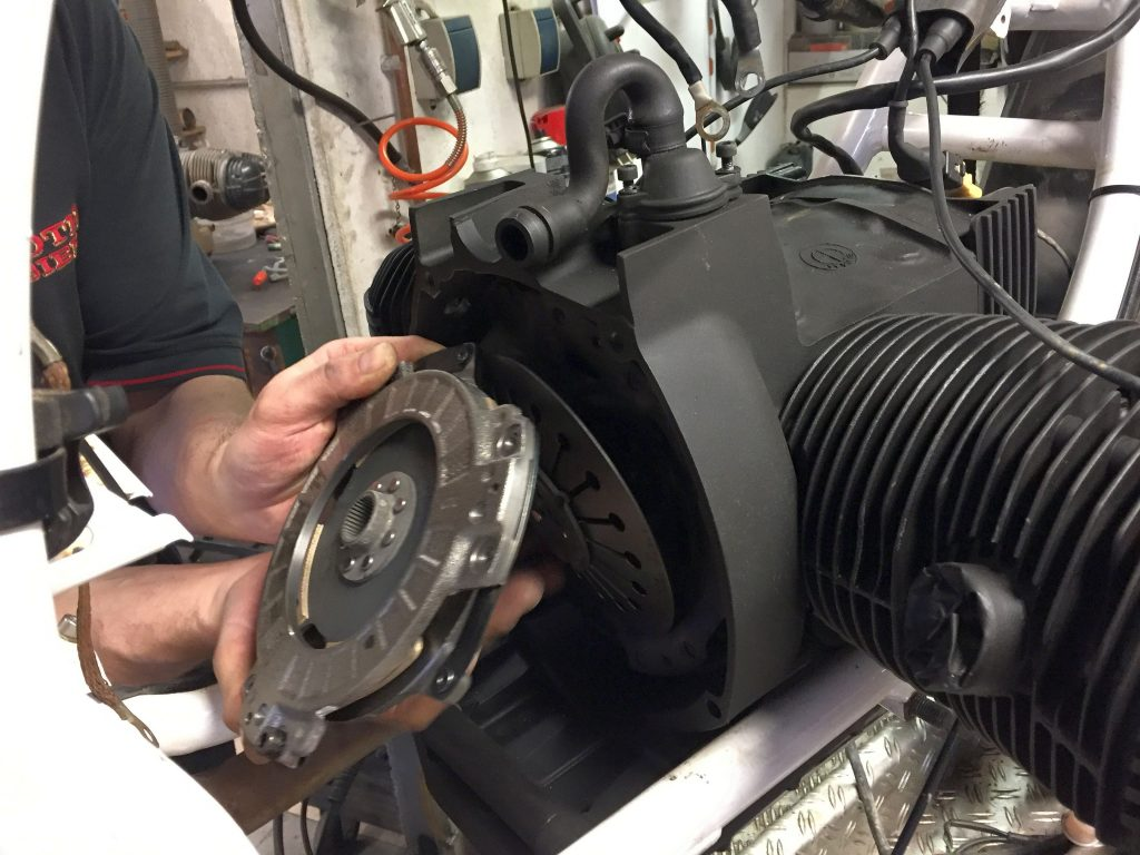 Einbau der Kupplung am BMW Motorrad Boxer