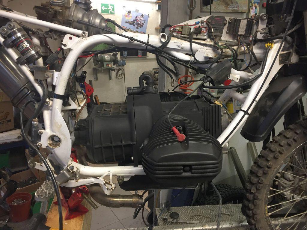 Umbaurahmen mit Boxerblock und Getriebe