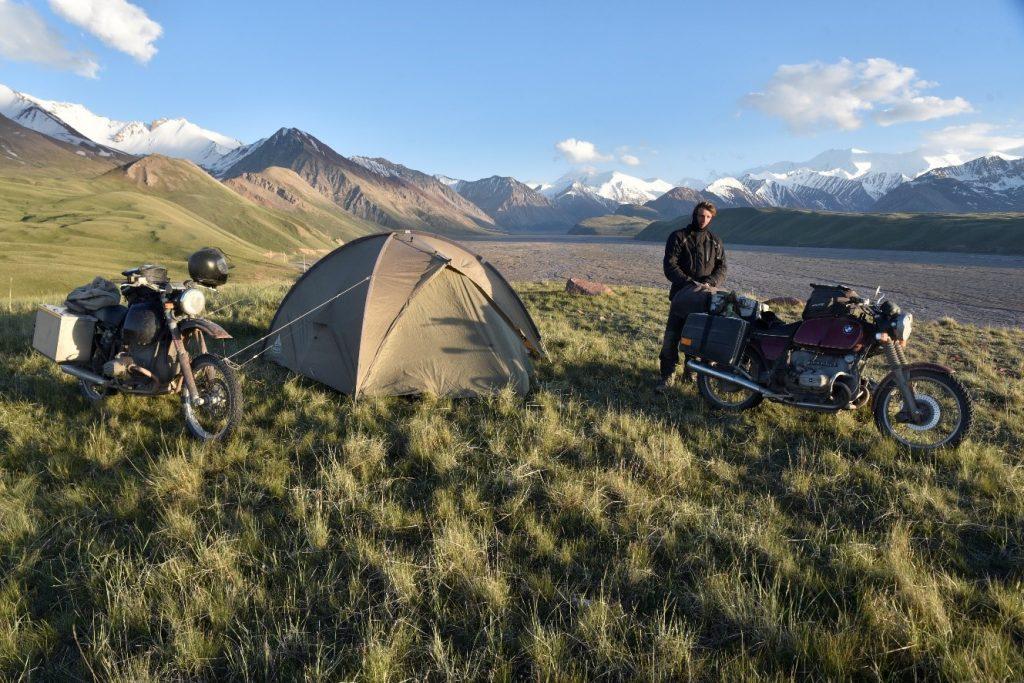 Mit dem BMW Motorrad Boxer im Pamir Gebirge