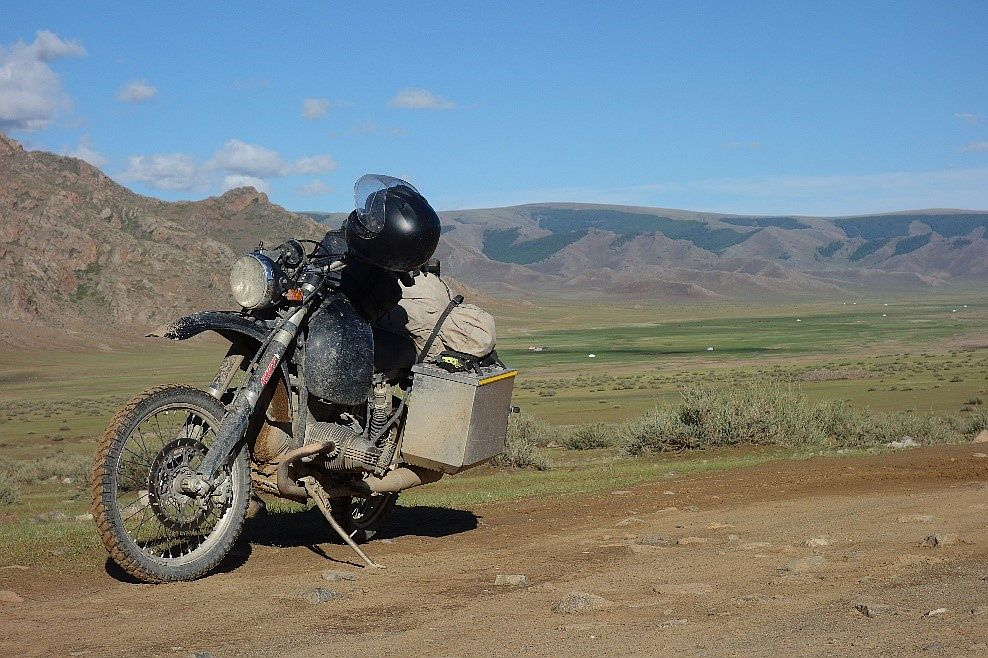 Auf dem 2-Ventil GS Boxer in die Mongolei.