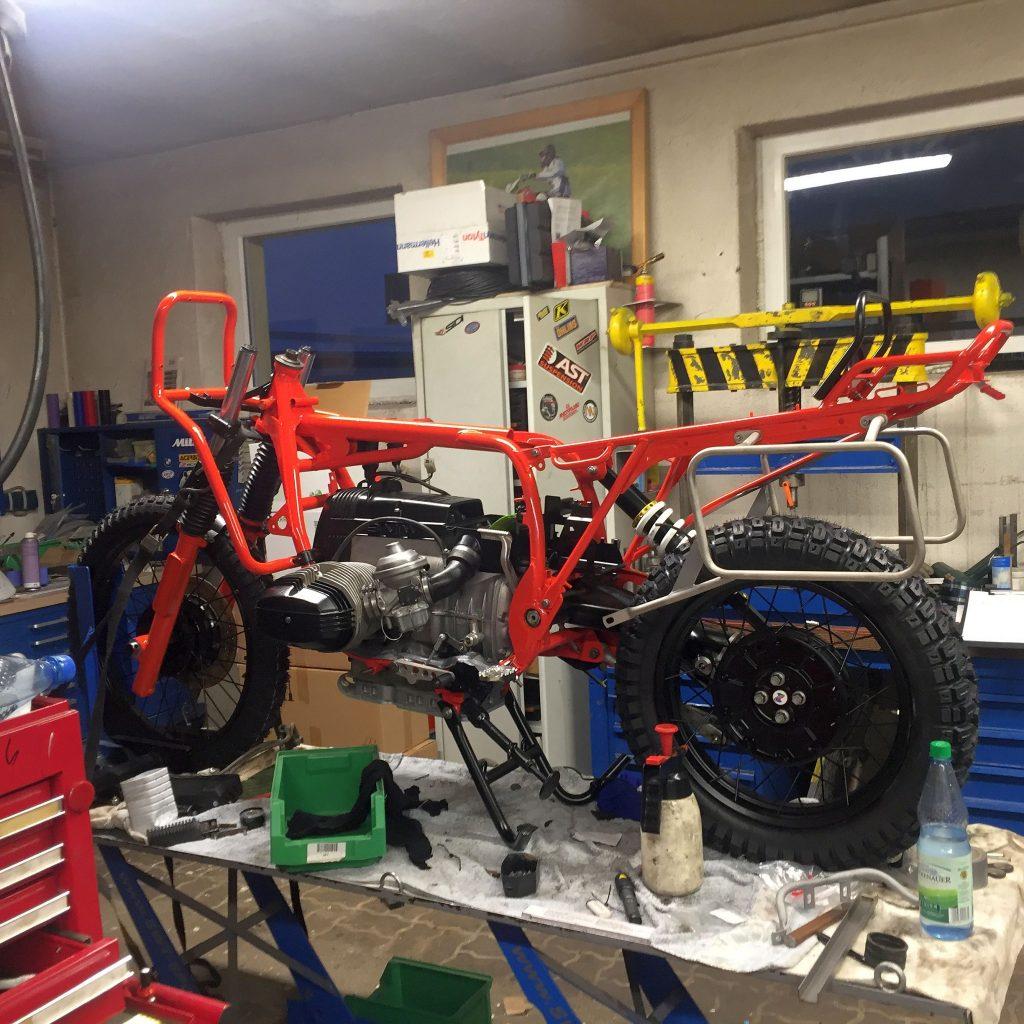Die SWT-SPORTS BMW Nr. 92 wird Stück für Stück zusammen gesteckt. Eine neue SWT entsteht. Das Ideale Bike für eine Weltreise.